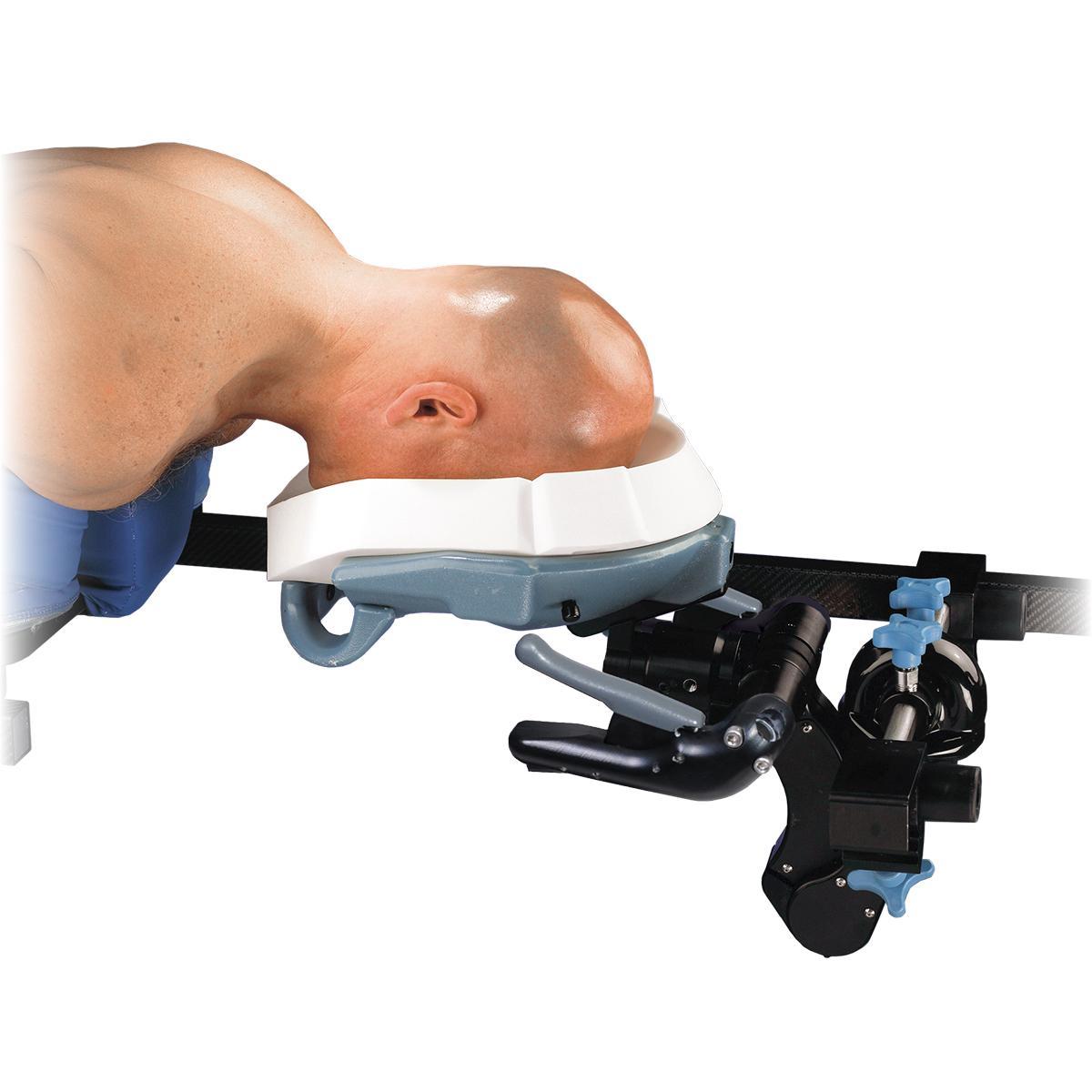 Système de positionnement de tête C-Flex en cours d'utilisation, patient en position couchée