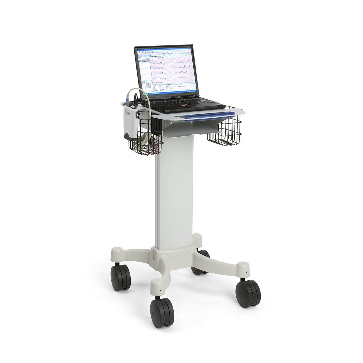 Électrocardiographe de repos sur ordinateur avec ordinateur personnel posé sur un chariot roulant
